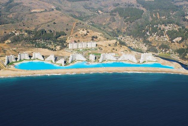 the crystal lagoon at san alfonso del mar