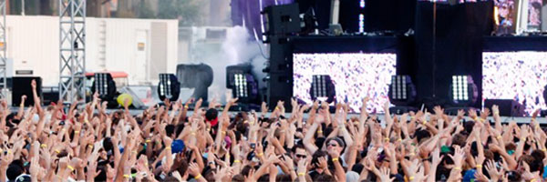Thousands Flock to Electric Zoo