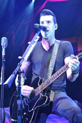 Carnival of Madness: Theory of a Deadman Rocks Indy