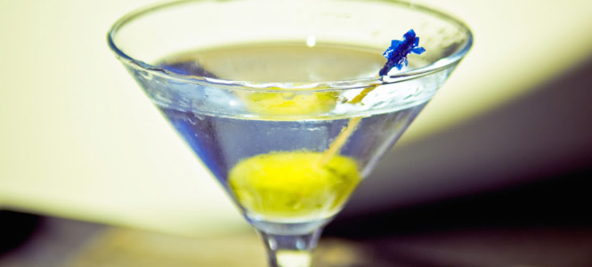 Crafting the Perfect Cocktail: Dry Martini