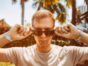 "Armin van Buuren releases new single ""Sunny Days"""